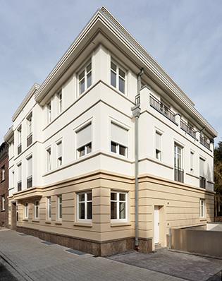 luxuri ses penthouse im repr sentativen stadtpalais oberkassel. Black Bedroom Furniture Sets. Home Design Ideas